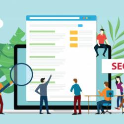 Personas mirando el posicionamiento SEO en un buscador